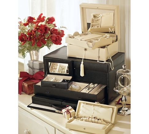 Black and white jewelry boxes